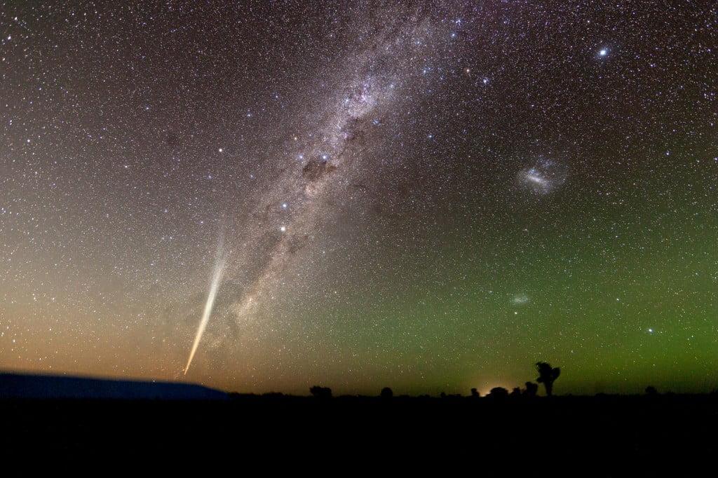 Comet_Lovejoy_2011_Milky_Way_Wide_Field